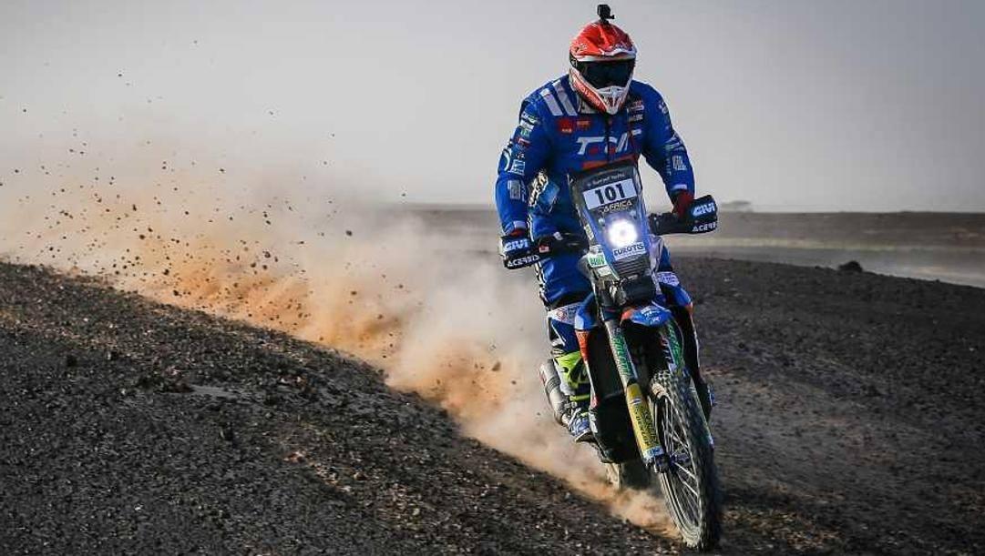 La Yamaha di Alessandro Botturi, 44 anni, in azione durante l'Africa Eco Race 2020
