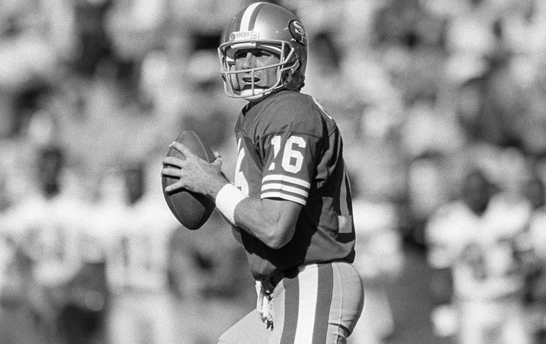 Joe Montana con la maglia dei San Francisco 49ers vincitore di 4 Super Bowl
