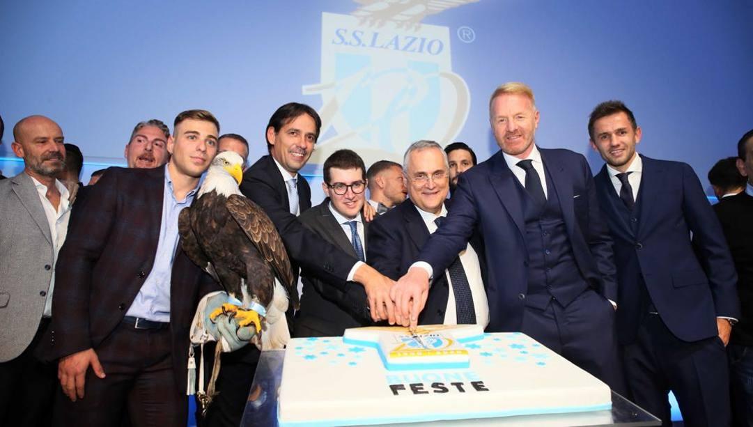 Foto di gruppo in casa Lazio nel giorno del 120° anniversario. Getty