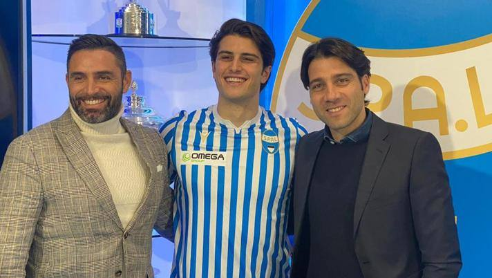 Nella foto Bonifazi con il ds del club Davide Vagnati (a sinistra) e il suo agente Michelangelo Minieri (a destra)