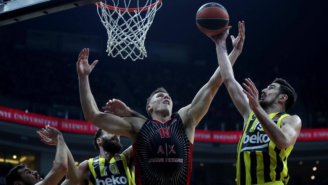 Kaleb Tarczewski, il migliore dell'Ax contro il Fenerbahce. Epa