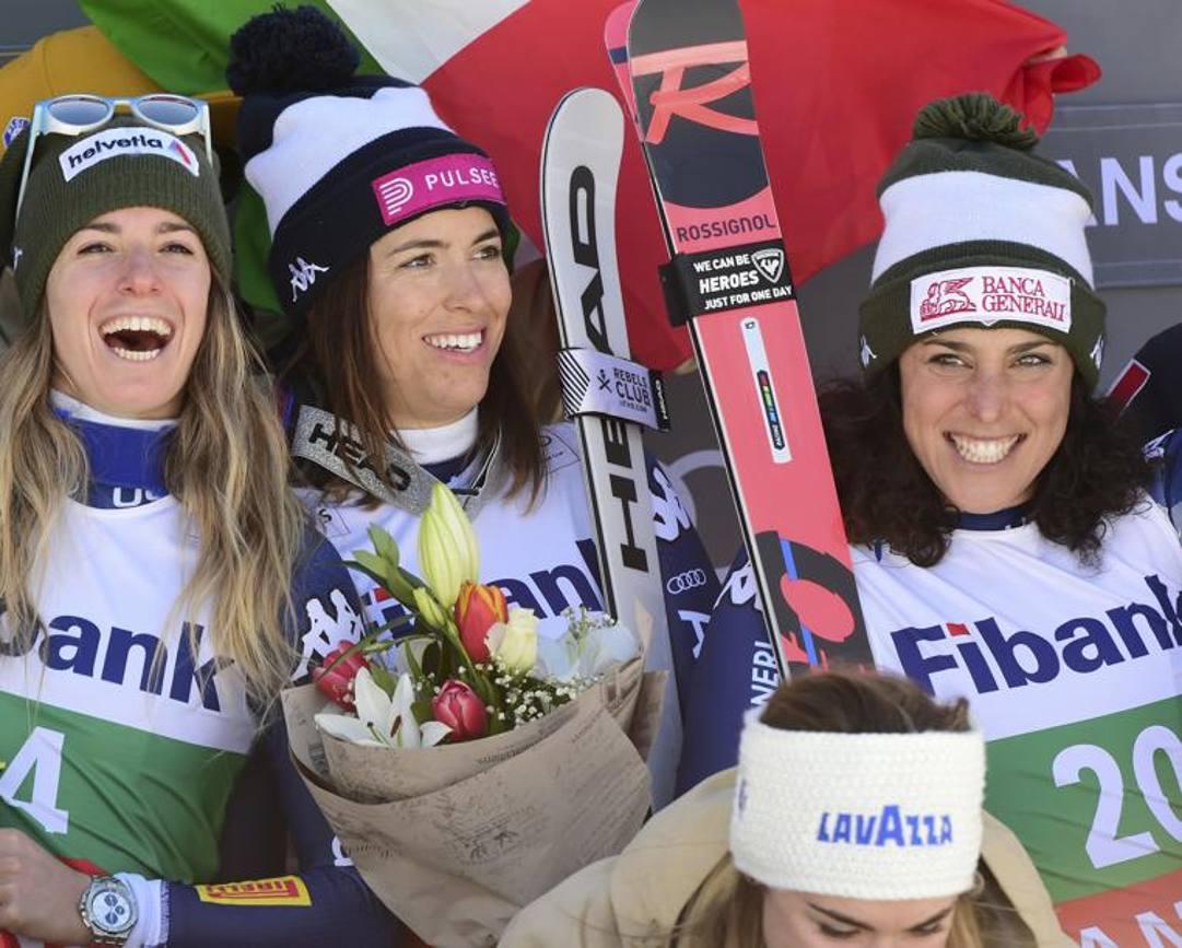 Il podio di Bansko: da sinistra Bassino, Curtoni e Brignone. LaPresse