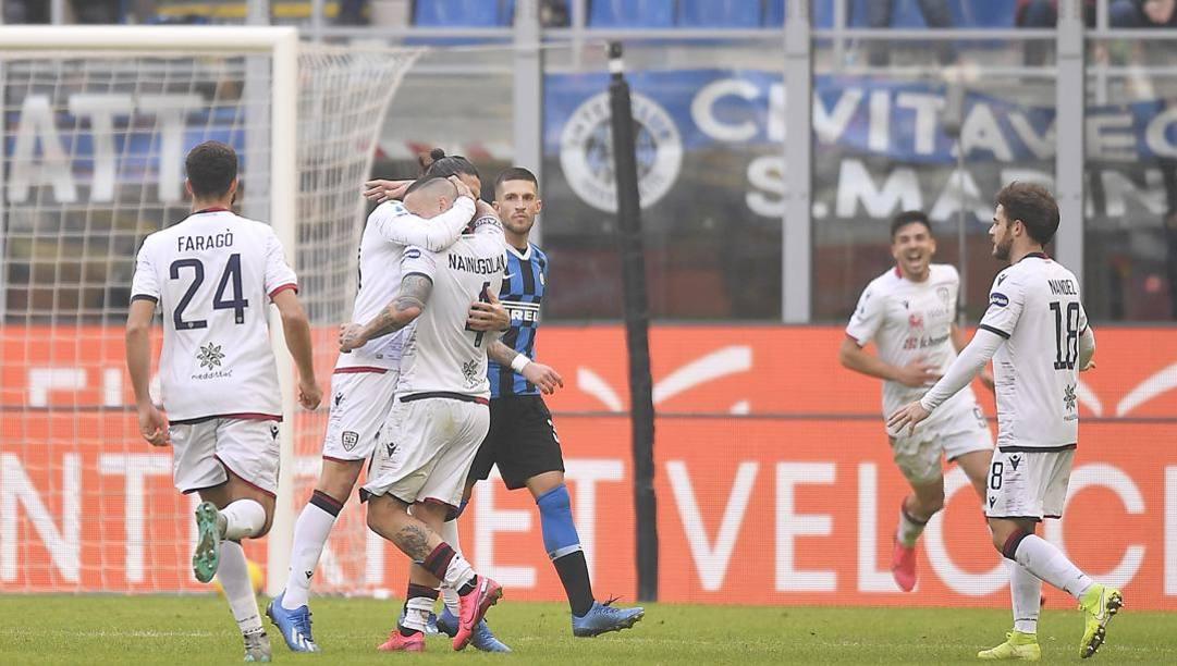 Radja Nainggolan, autore del pareggio del Cagliari a San Siro contro l'Inter. Lapresse