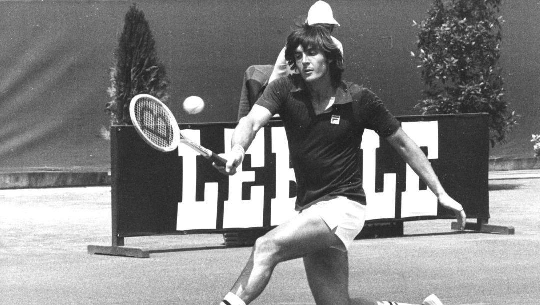 Adriano Panatta nel 1976, durante la finale degli Internazionali di Roma. Ansa