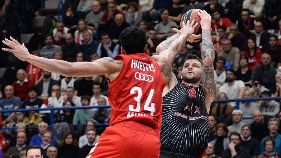Vladimir Micov, 34 anni, 4/8 da 3 con 3 triple nel finale. Foto Ciamillo e Castoria