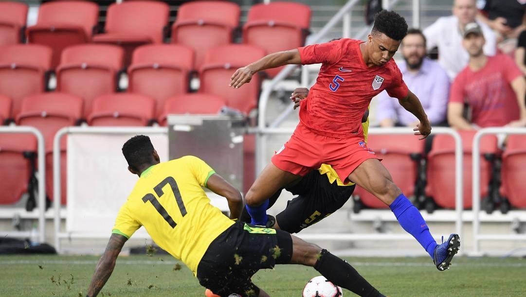 Robinson (in rosso) in azione con la Nazionale USA. AP