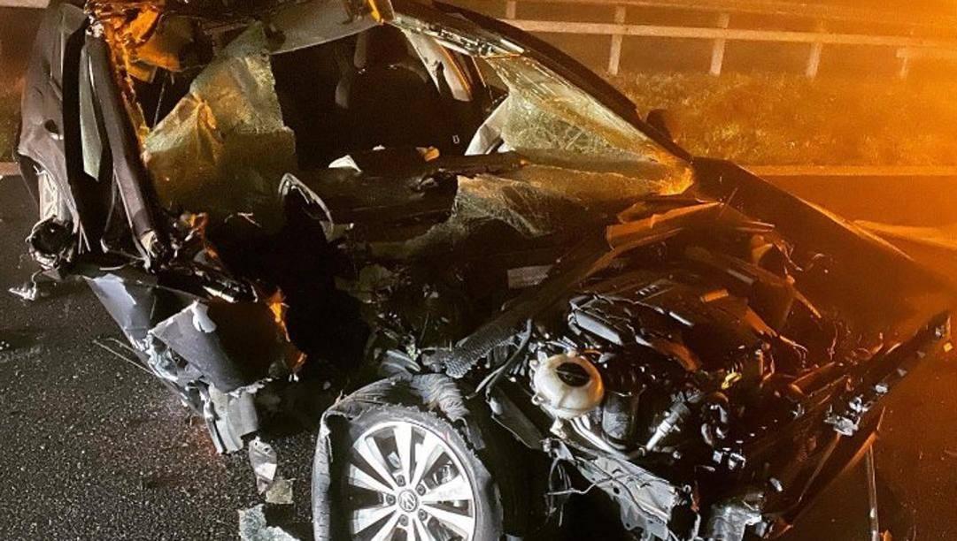 L'auto di Mike Hall travolta da un camion sulla A-1