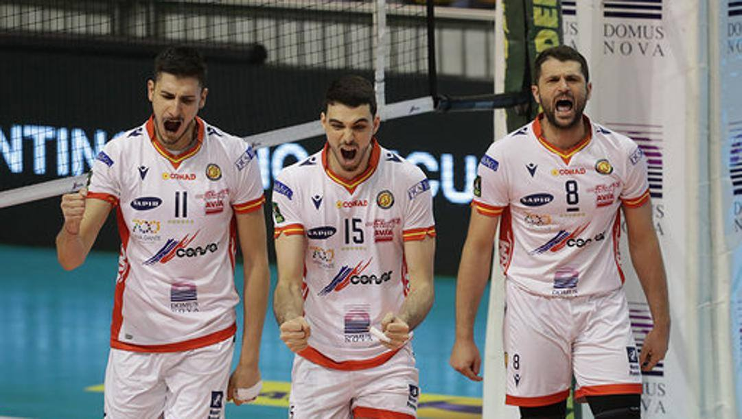 L'esultanza dei giocatori di Ravenna
