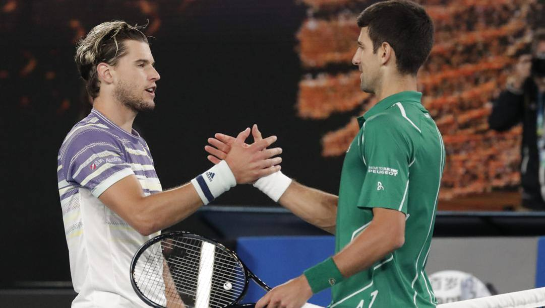 Dominic Thiem e Novak Djokovic. Ap