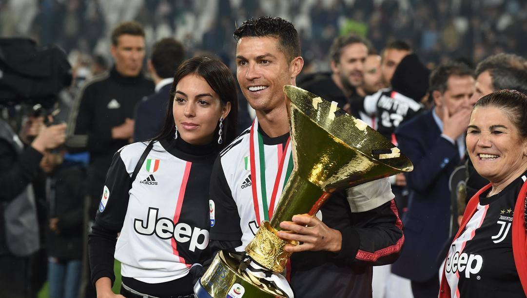 Cristiano Ronaldo con Georgina alla festa scudetto 2019.