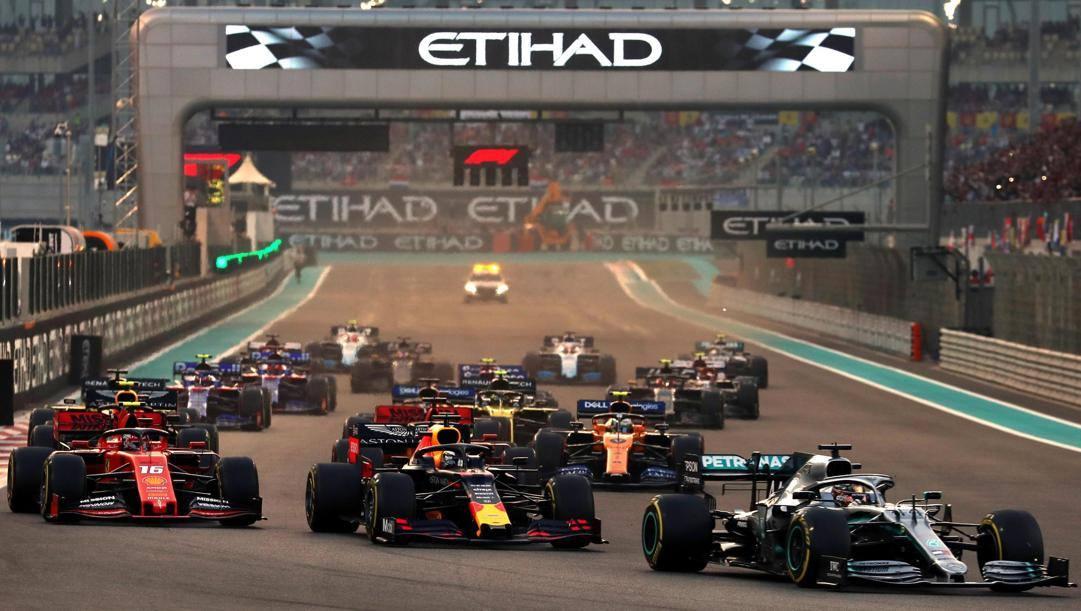 La partenza del GP di Abu Dhabi 2019, ultima gara della passata stagione. EPA