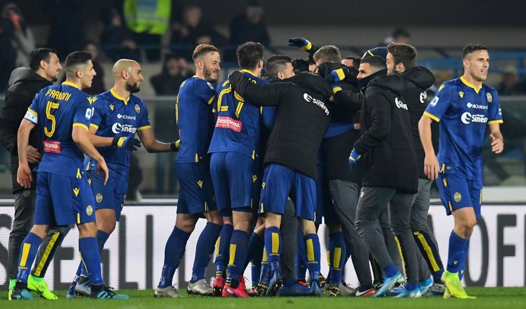 L'esultanza dei giocatori del Verona. Getty