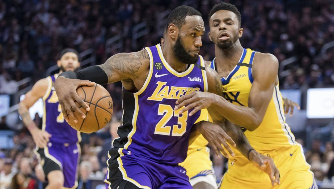 LeBron James, 35 anni, 22 punti per i Lakers contro i Warriors. Ap