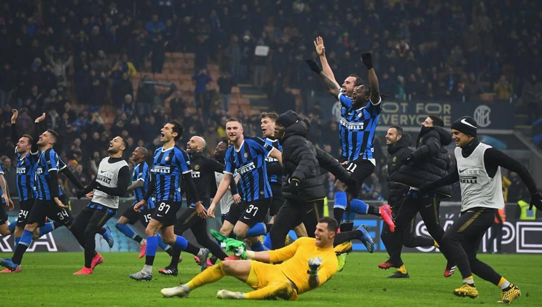 La festa dell'Inter dopo la vittoria nel derby. Getty