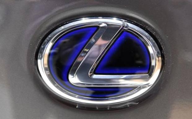La Lexus mostra la LC 500 Convertible e il Suv elettrico UX 300e