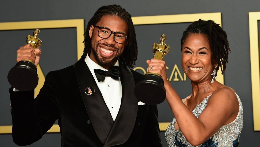 Il regista di 'Hair Love' Matthew Cherry premiato con l'Oscar insieme a Karen Rupert