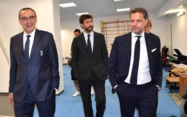 Maurizio Sari con Agnelli e Paratici. Getty