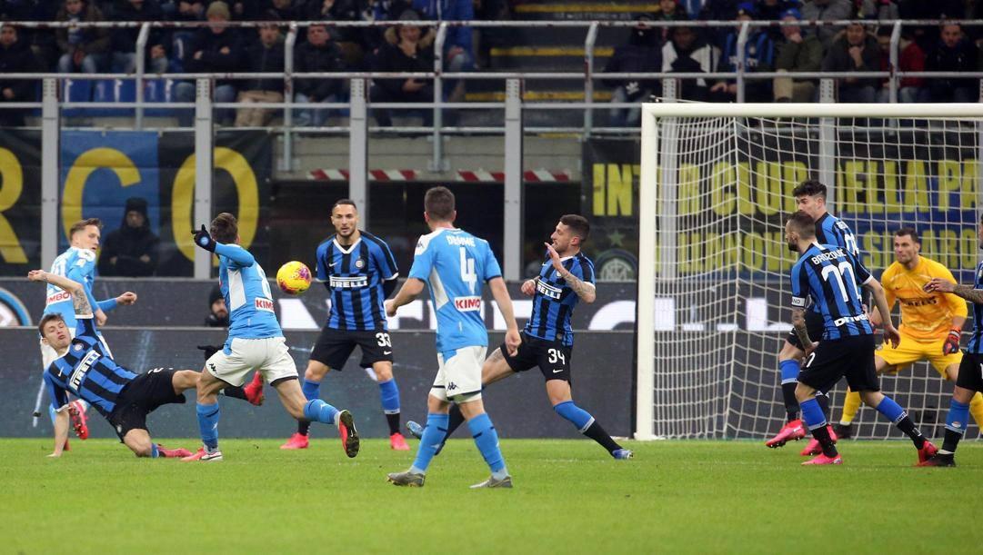 Il gol di Fabian Ruiz, 23 anni, contro l'Inter ieri nella semifinale d'andata di Coppa Italia. Ansa
