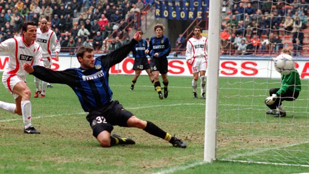 Christian Vieri, oggi 46 anni, qui con la maglia dell'Inter, vestita dal '99 al 2005. Ap