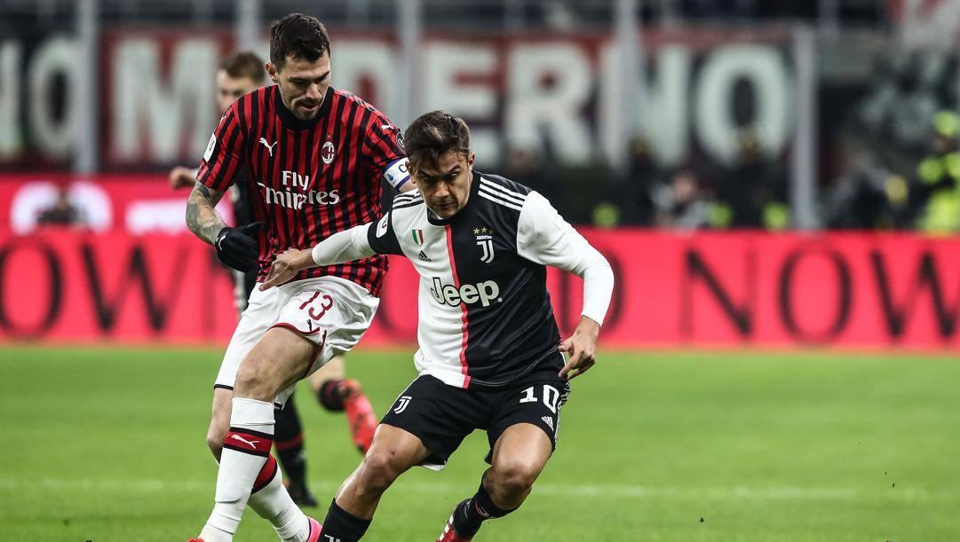 Alessio Romagnoli contro Paulo Dybala. Afp