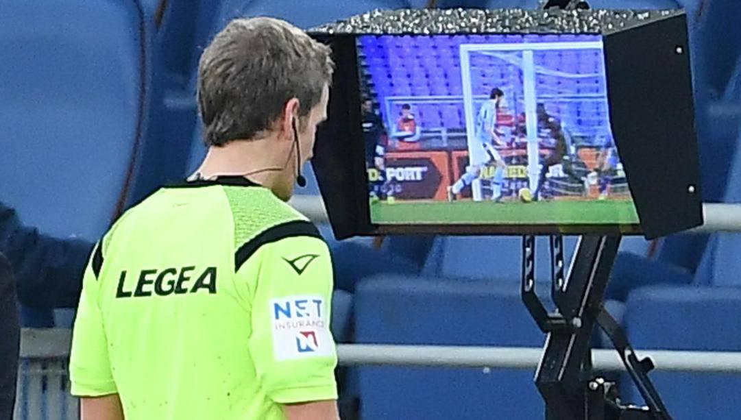 18 gennaio 2020: Daniele Chiffi alla Var durante Lazio-Samp. (Ansa)