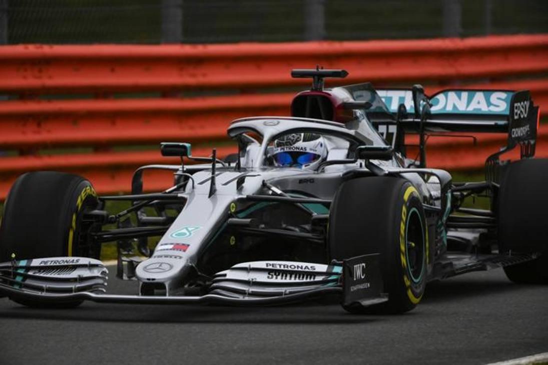 Valtteri Bottas in azione con la nuova W11 a Silverstone