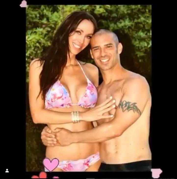 Marco Melandri e Manuela Raffaetà: '14 anni che ormai ci sopportiamo' seguito da tre cuori scrive il ravennate in un post su Instagram per la festa degli innamorati