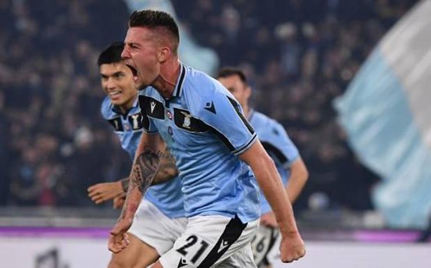 Milinkovic festeggia così il gol dell'1-0. LaPresse