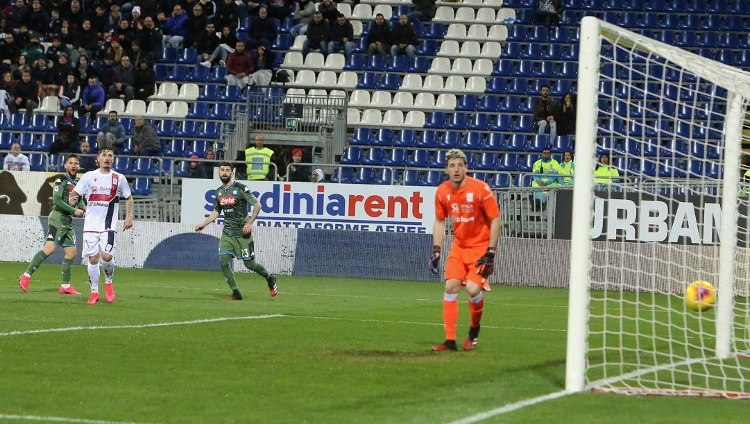 Il gol di Dries Mertens, 32 anni, a Cagliari. Getty