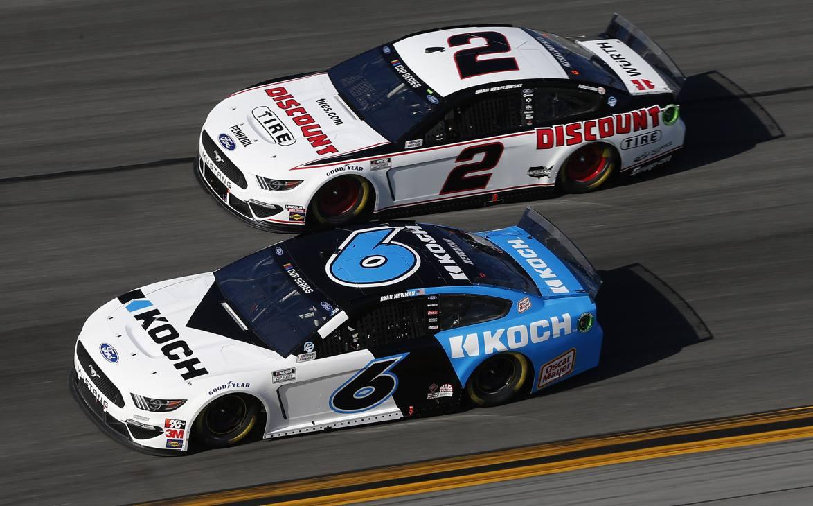 La sequenza dell'incidente di cui è stato vittima Ryan Newman (numero 6) alla Daytona 500. Il pilota Ford è in condizioni serie ma non in pericolo di vita