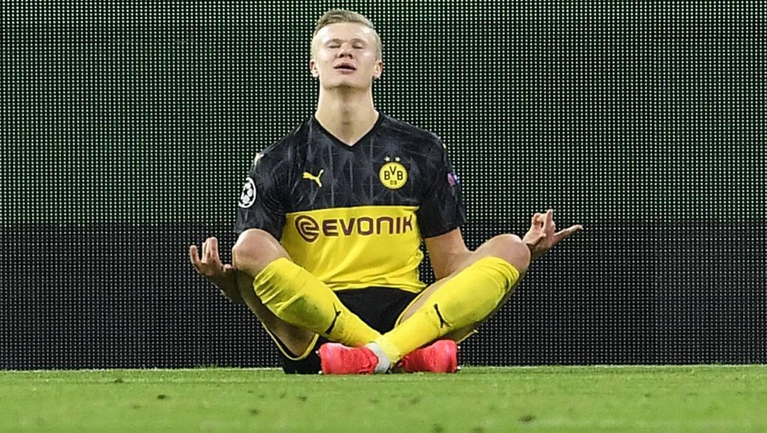 Erling Haaland, 19 anni, esulta dopo aver segnato il secondo gol al Paris Saint Germain. Ap