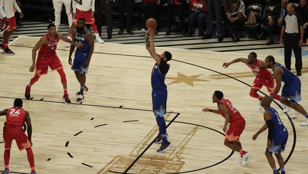 Il tiro libero di Anthony Davis che ha deciso l'All Star Game. LaPresse