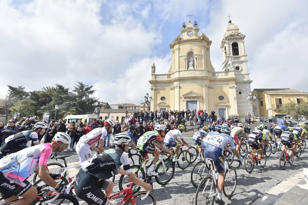 Un passaggio del Giro di Sicilia 2019