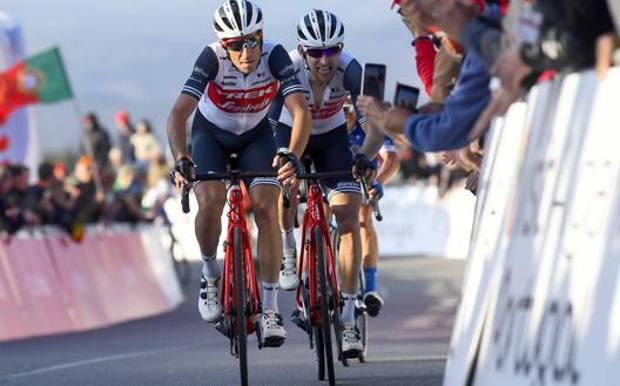 Vincenzo Nibali, 35 anni, e l'olandese Bauke Mollema, 33. Bettini