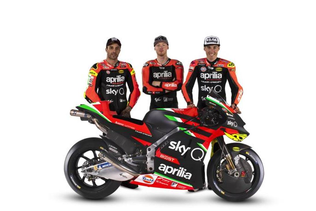 Si apre ufficialmente con la presentazione della nuova livrea la stagione 2020 di Aprilia in MotoGP. Da sinistra a destra i piloti Andrea Iannone, Bradley Smith e Aleix Espargaro