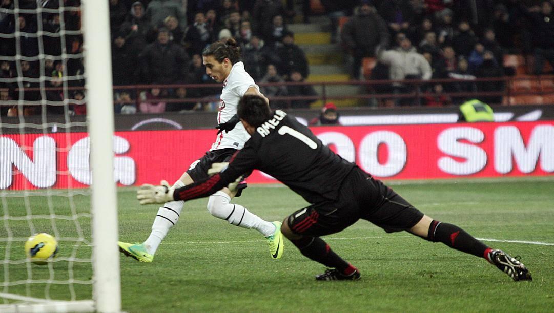Uno dei due gol di Caceres al Milan nella semifinale di Coppa del 2012. Ansa