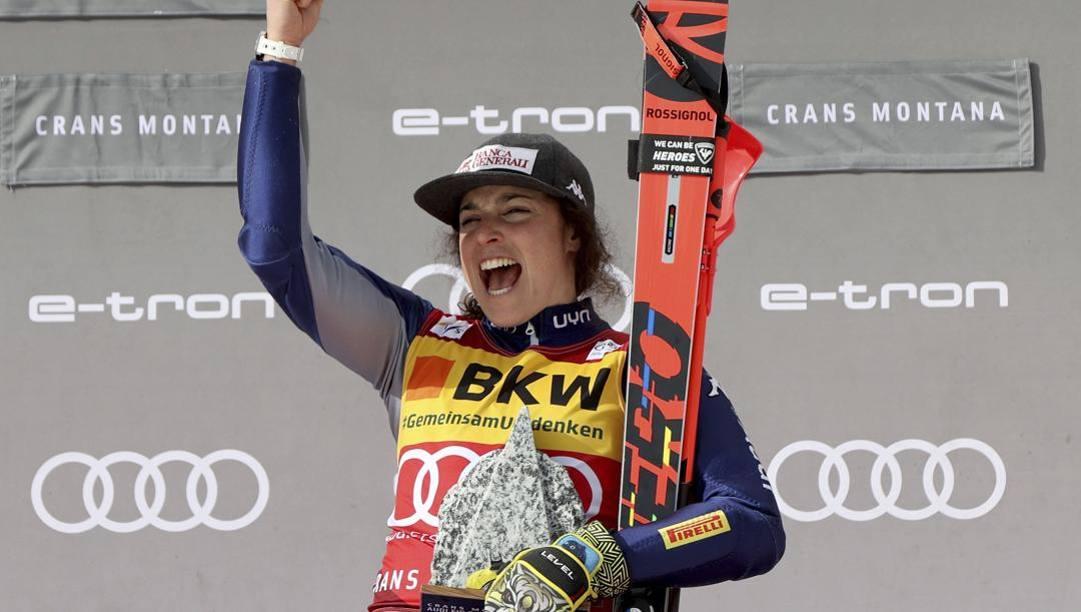 Federica Brignone esulta sul podio di Crans Montana. Lapresse