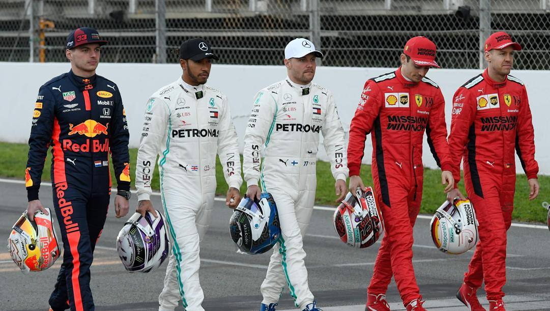 Da sinistra, Verstappen, Hamilton, Bottas, Leclerc e Vettel sul circuito di Montmelò, a Barcellona. (Afp)