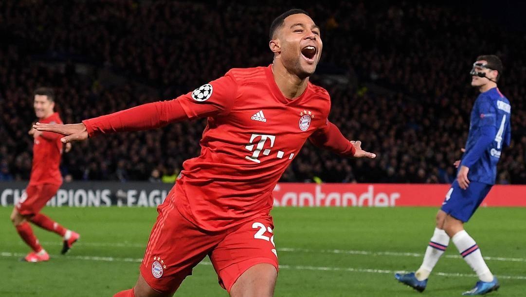 Serge Gnabry, 25 anni, con la maglia del Bayern Monaco esulta dopo aver segnato una doppietta al Chelsea. (Epa)