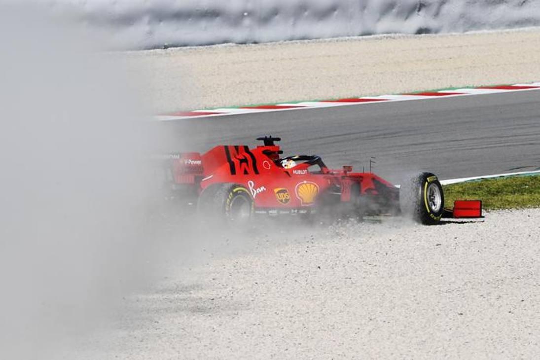 Ecco come Vettel è andato in testacoda nella mattinata di test al Montmelò. Seb ha messo le ruote nella ghiaia della curva 7 e perso il controllo della sua Ferrari, girandosi alla curva 8. Pochi minuti per pulire la pista e la sessione è ripresa. Getty