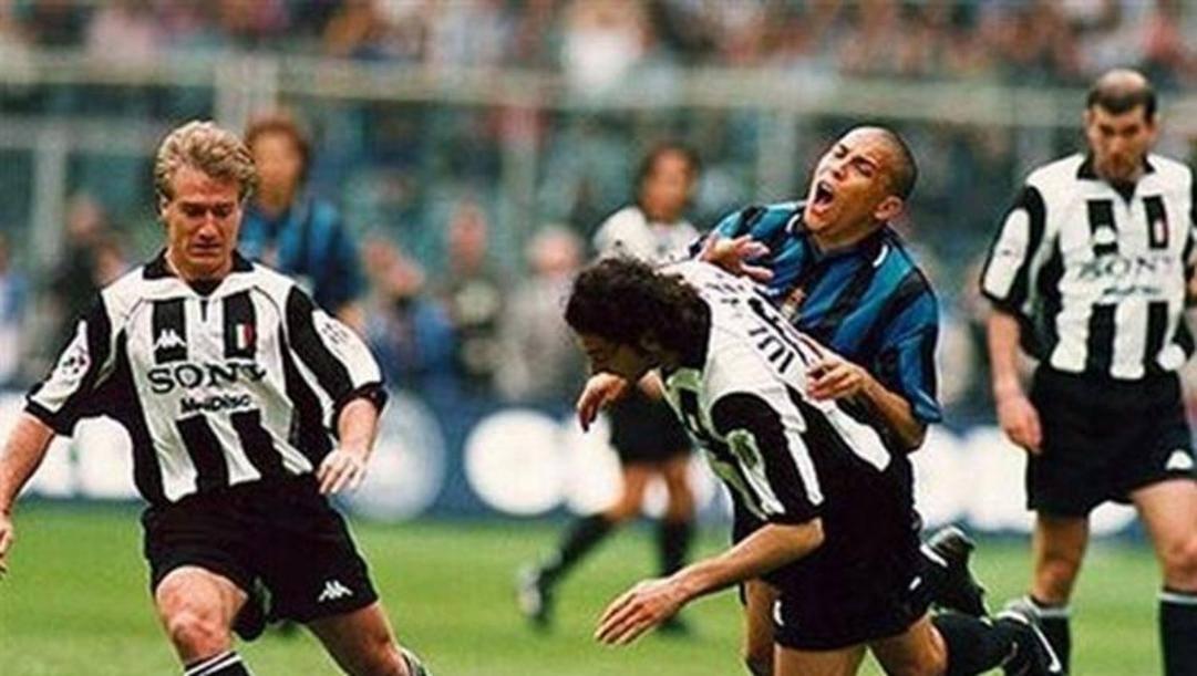 Il contatto Iuliano-Ronaldo nella sfida del 1998