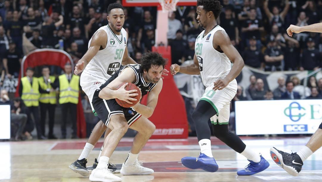 Milos Teodosic in un'immagine della partita di andata contro il Darussafaka. Ciamillo