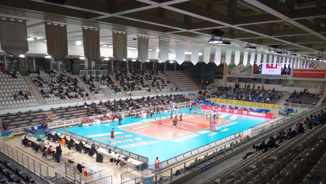 L'impianto di Trento con i tifosi... distanziati