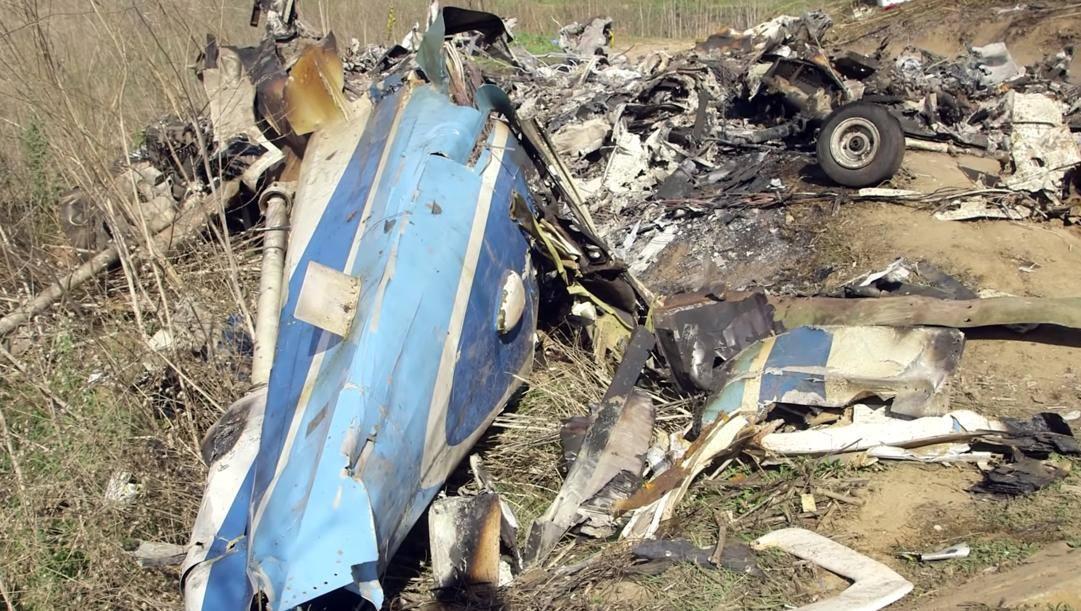 I rottami dell'elicottero su cui viaggiavano Bryant e le altre vittime. LaPresse
