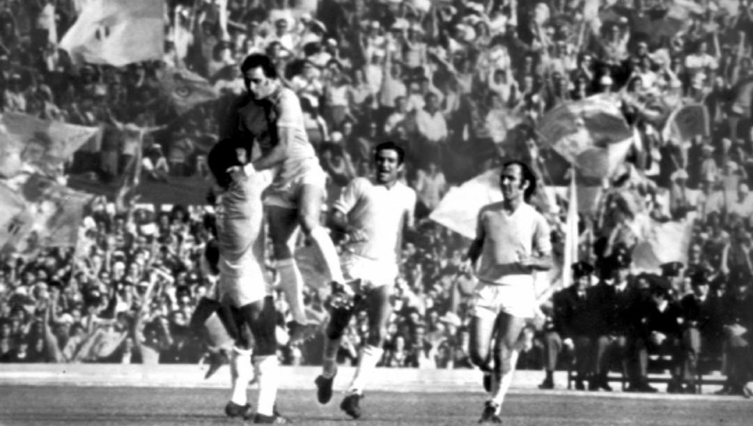Un'immagine della Lazio scudetto 1974 con Chinaglia, Garlaschelli e Frustalupi. Ap