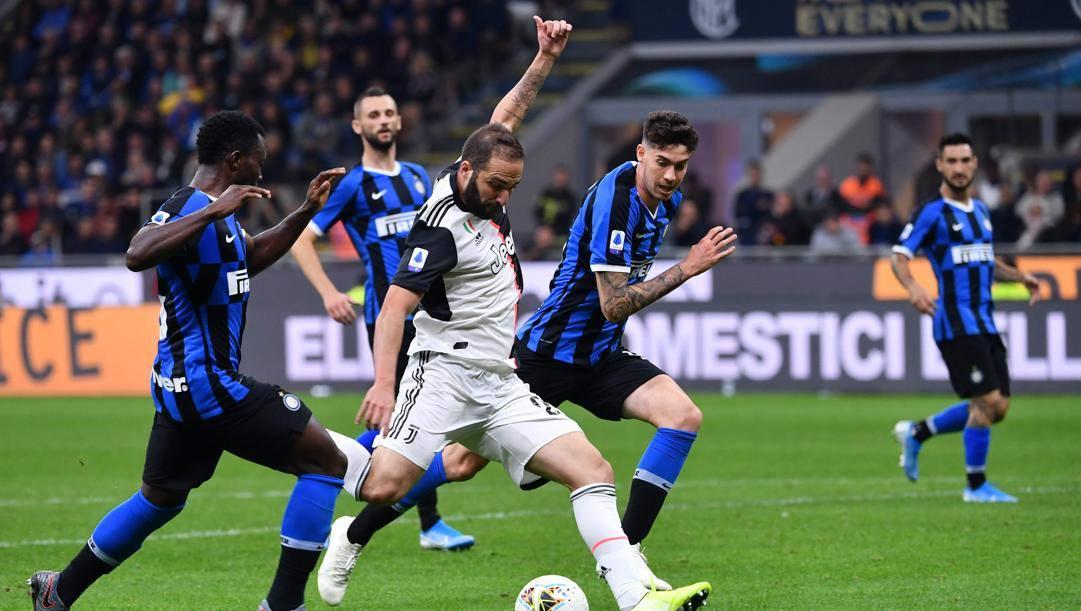 Il gol di Gonzalo Higuain che ha deciso Inter-Juve all'andata AFP