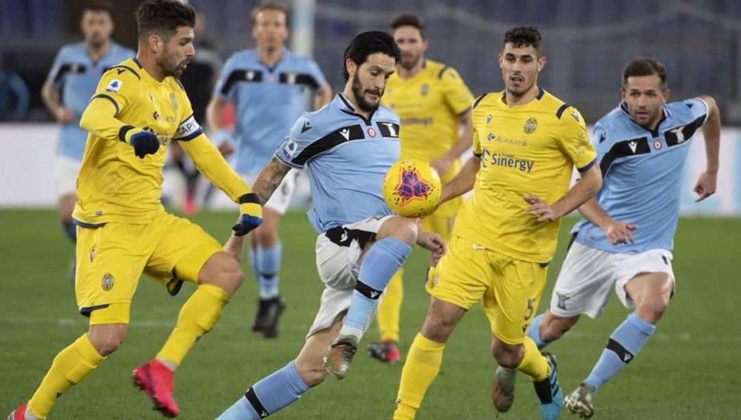 Luis Alberto, 28 anni, in azione contro il Verona. Epa