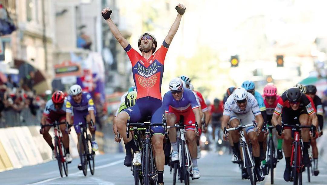 L'esultanza di Vincenzo Nibali per la vittoria della Milano-Sanremo nel 2018. Bettini