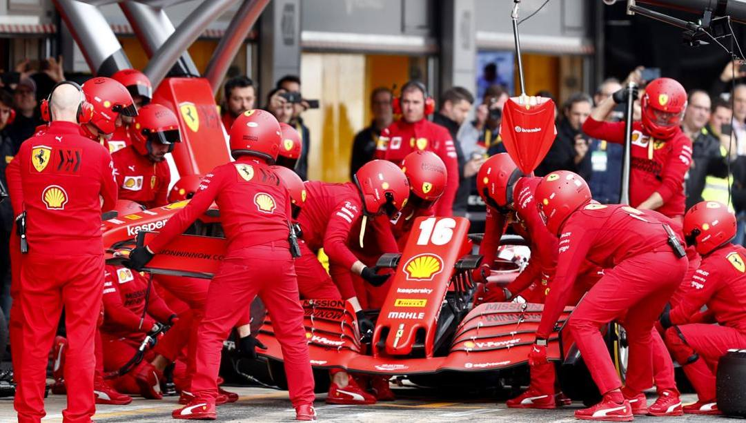 La Ferrari di Leclerc ai box nei test di Montmelò. Ap