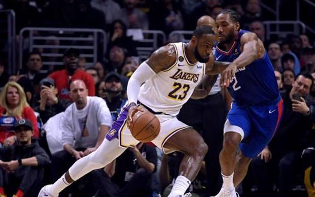 Duello LeBron James-Kawhi Leonard. Afp